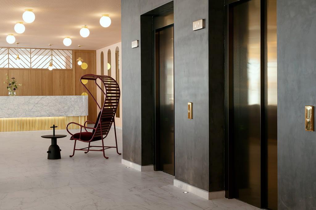 Amenajare jucausa, plina de culoare in hotelul Barcelo Torre de Madrid. 03
