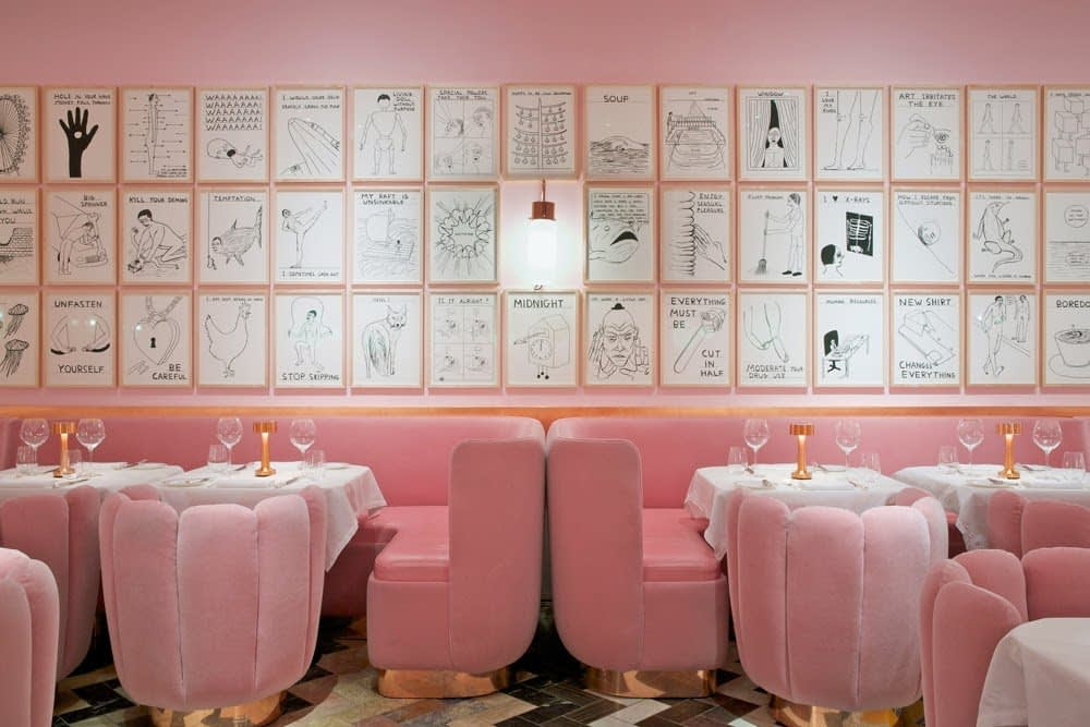 Interior_unic_si_artistic_in_nuante_de_roz_prafuit_intr-un_restaurant_din_Londra. 03